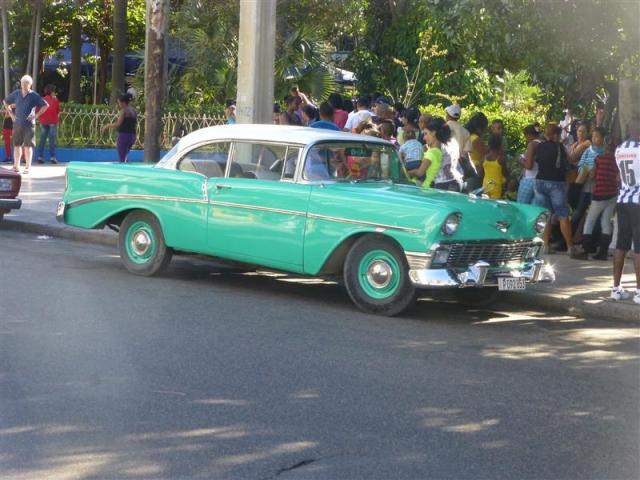 http://gandjlawrence.co.uk/photos/cuba/Bill/green_car_havvanna.jpg