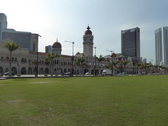 http://gandjlawrence.co.uk/photos/malaysia/Bill/P1050685_Large_.jpg
