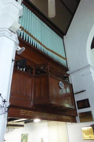 http://gandjlawrence.co.uk/photos/malaysia/Bill/P1050689_Large_.jpg