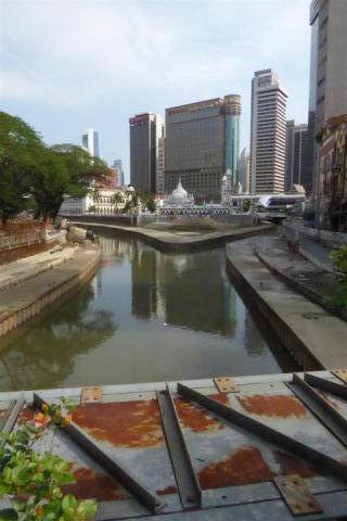 http://gandjlawrence.co.uk/photos/malaysia/Bill/P1050692_Large_.jpg