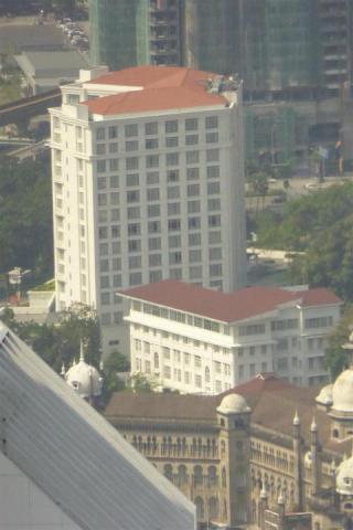 http://gandjlawrence.co.uk/photos/malaysia/Bill/P1050701_Large_.jpg