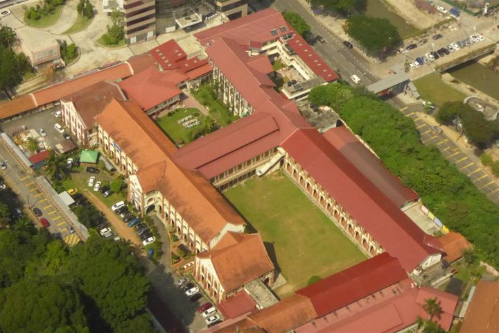http://gandjlawrence.co.uk/photos/malaysia/Bill/P1050702_Large_.jpg