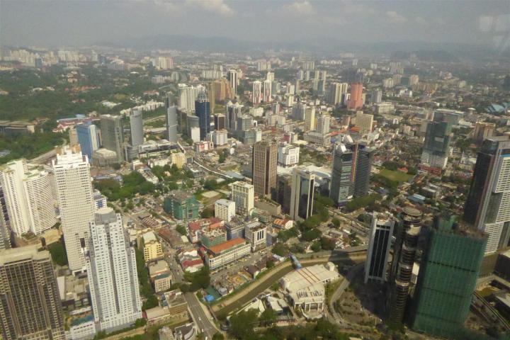 http://gandjlawrence.co.uk/photos/malaysia/Bill/P1050703_Large_.jpg