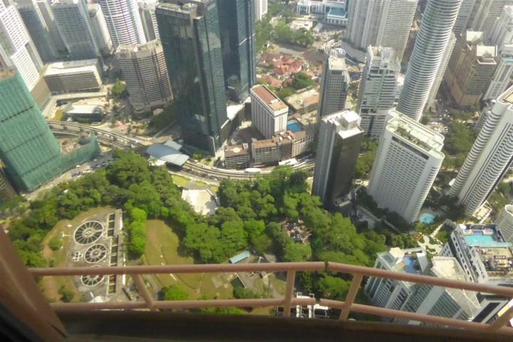 http://gandjlawrence.co.uk/photos/malaysia/Bill/P1050706_Large_.jpg
