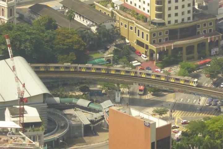 http://gandjlawrence.co.uk/photos/malaysia/Bill/P1050708_Large_.jpg