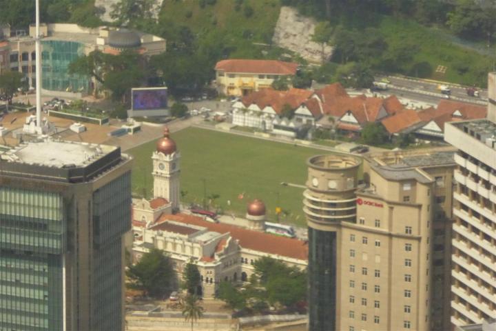 http://gandjlawrence.co.uk/photos/malaysia/Bill/P1050709_Large_.jpg