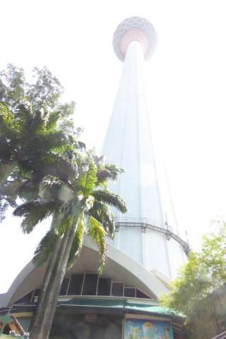 http://gandjlawrence.co.uk/photos/malaysia/Bill/P1050711_Large_.jpg