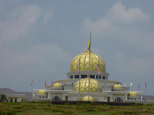 http://gandjlawrence.co.uk/photos/malaysia/Bill/P1050730_Large_.jpg