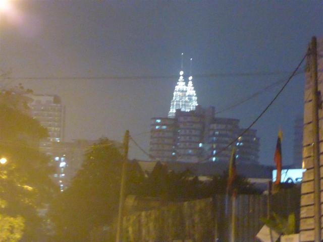 http://gandjlawrence.co.uk/photos/malaysia/Bill/P1050921_Large_.jpg
