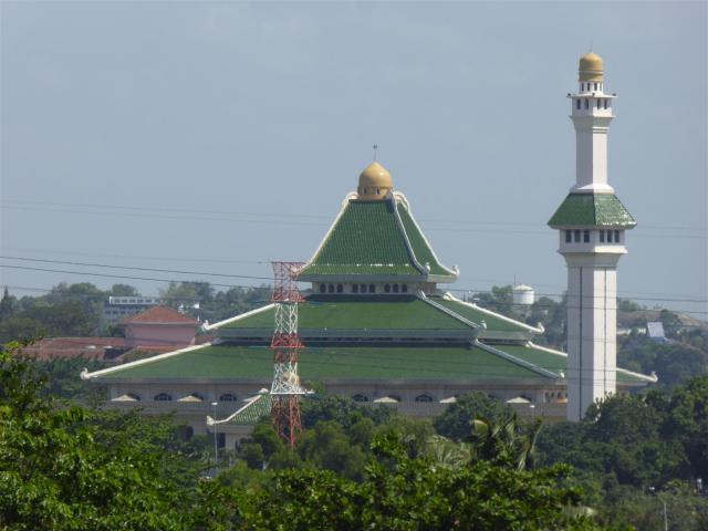 http://gandjlawrence.co.uk/photos/malaysia/Bill/P1050954_Large_.jpg