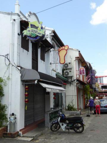 http://gandjlawrence.co.uk/photos/malaysia/Bill/P1050971_Large_.jpg