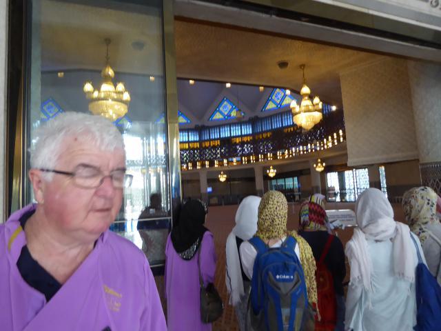 http://gandjlawrence.co.uk/photos/malaysia/Jane/P1010768.jpg