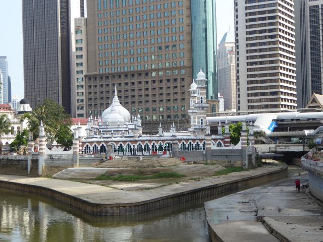 http://gandjlawrence.co.uk/photos/malaysia/Jane/P1010781.jpg