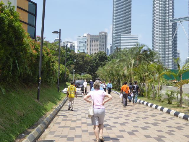 http://gandjlawrence.co.uk/photos/malaysia/Jane/P1010798.jpg
