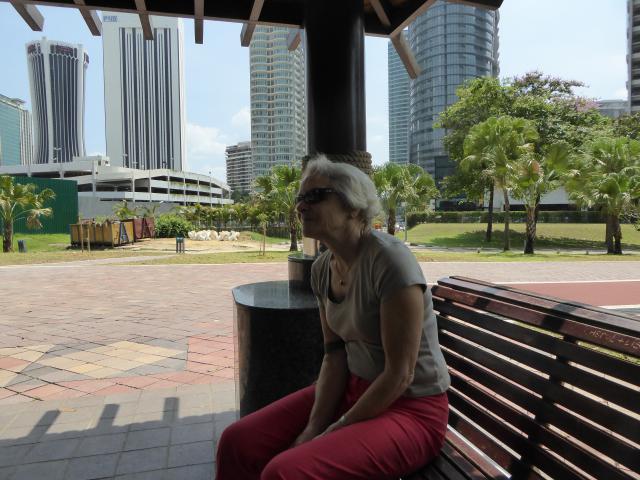 http://gandjlawrence.co.uk/photos/malaysia/Jane/P1010801.jpg