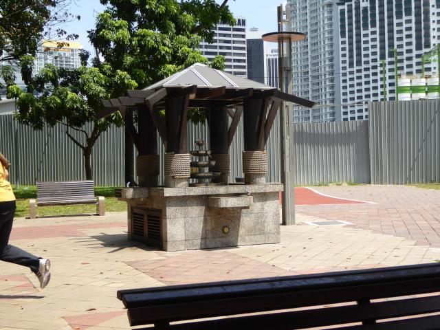 http://gandjlawrence.co.uk/photos/malaysia/Jane/P1010803.jpg