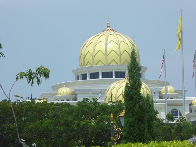 http://gandjlawrence.co.uk/photos/malaysia/Jane/P1010804.jpg