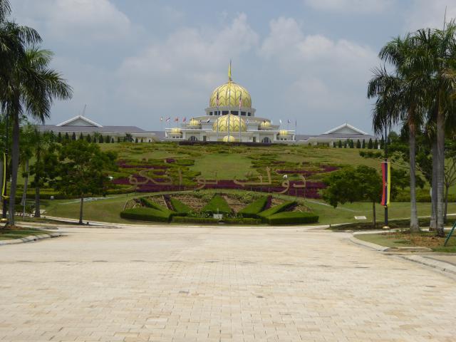 http://gandjlawrence.co.uk/photos/malaysia/Jane/P1010808.jpg