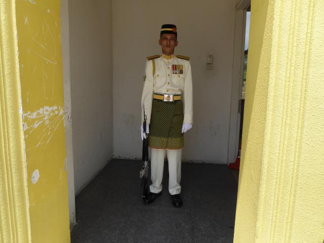 http://gandjlawrence.co.uk/photos/malaysia/Jane/P1010809.jpg