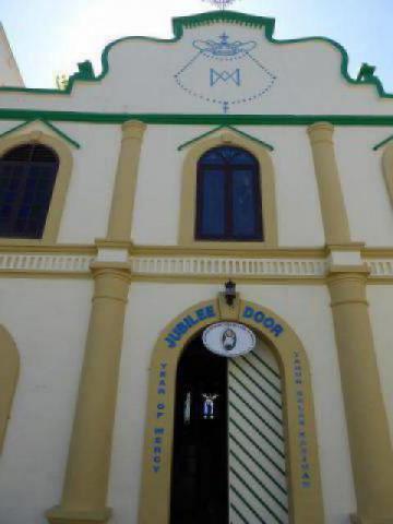 http://gandjlawrence.co.uk/photos/malaysia/Jane/P1010838.jpg