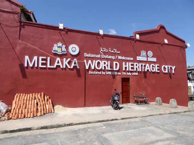 http://gandjlawrence.co.uk/photos/malaysia/Jane/P1010856.jpg