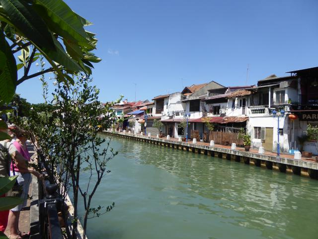 http://gandjlawrence.co.uk/photos/malaysia/Jane/P1010858.jpg