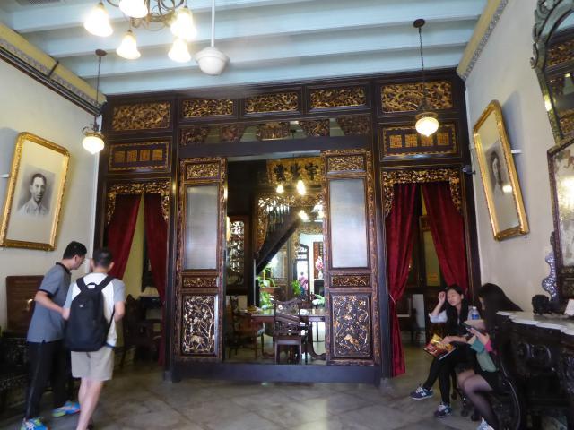 http://gandjlawrence.co.uk/photos/malaysia/Jane/P1010867.jpg