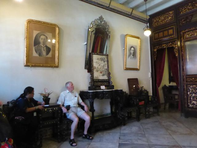 http://gandjlawrence.co.uk/photos/malaysia/Jane/P1010868.jpg