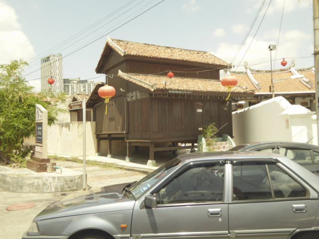 http://gandjlawrence.co.uk/photos/malaysia/Jane/P1010872.jpg