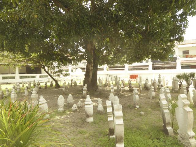 http://gandjlawrence.co.uk/photos/malaysia/Jane/P1010879.jpg