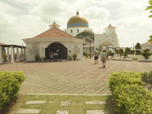 http://gandjlawrence.co.uk/photos/malaysia/Jane/P1010888.jpg